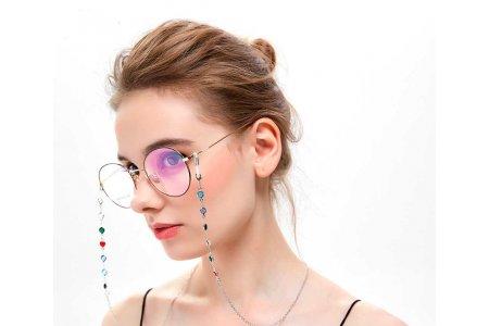 Очки на цепочке – практично и модно