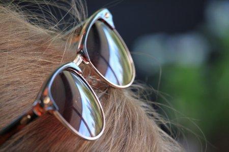 Очки на голове - дурной тон или дань моде ?